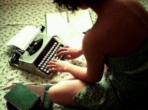 Ecrire sur une machine à écrire