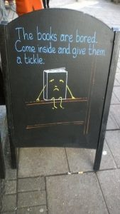 Aller lire des livres à la bibliothèque