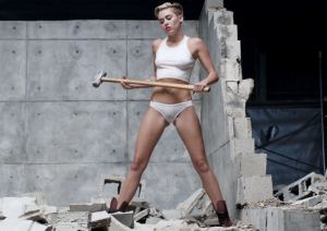 Miley Cyrus dans Wrecking ball