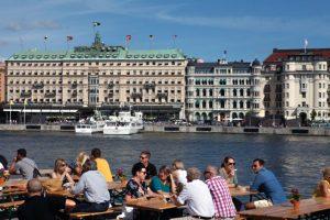 Une terrasse sur le Stockholm Ström