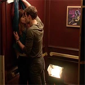 Un baiser dans l'ascenseur