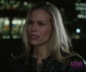 Susan pleure dans Le parfum de la vengeance