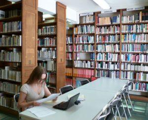 Faire des recherches à la bibliothèque